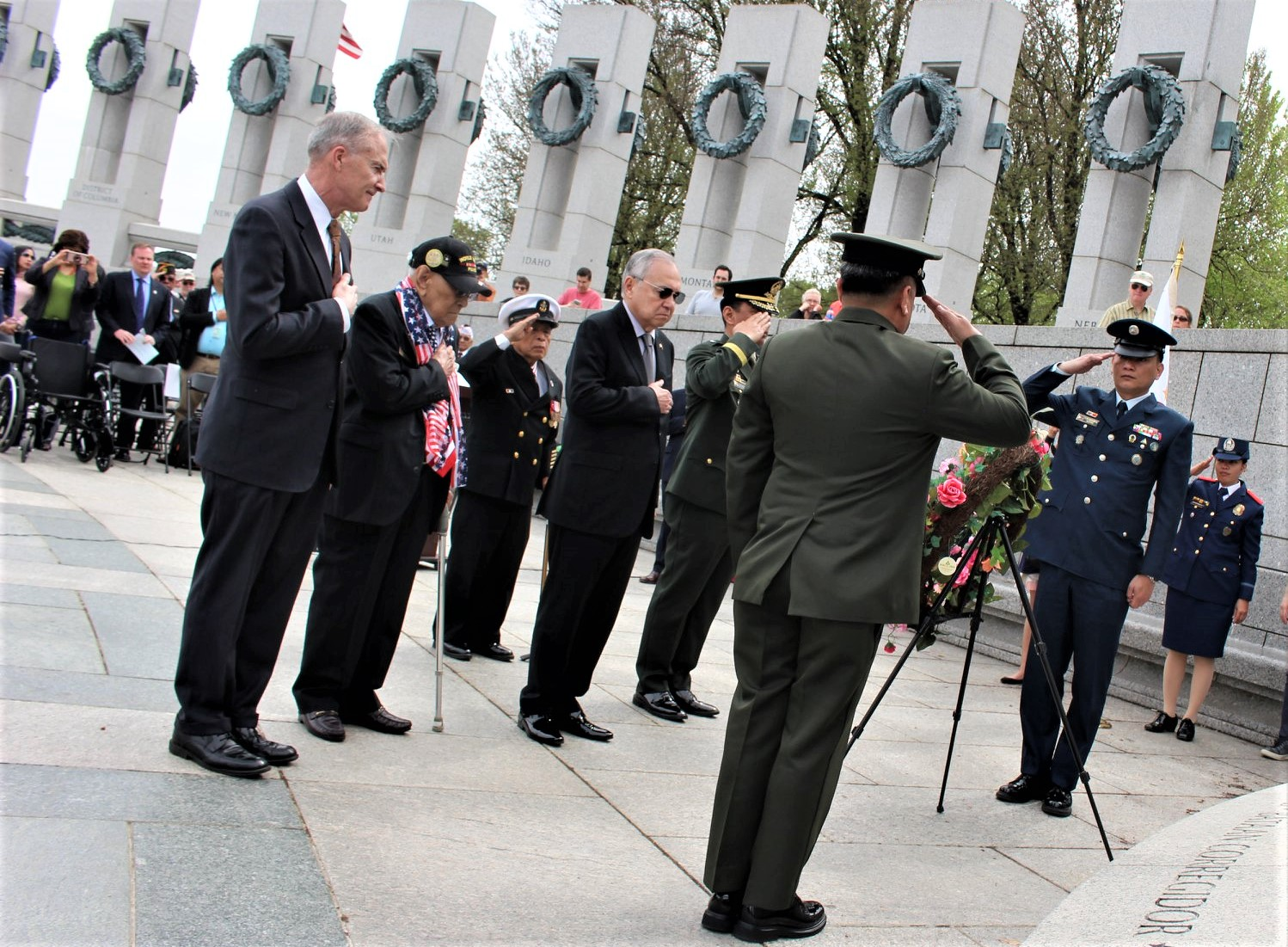 Amb. Jose Manuel Romualdez leads the wreath-laying ceremony at the National World War II Memorial. (Photo by Bing Branigin)