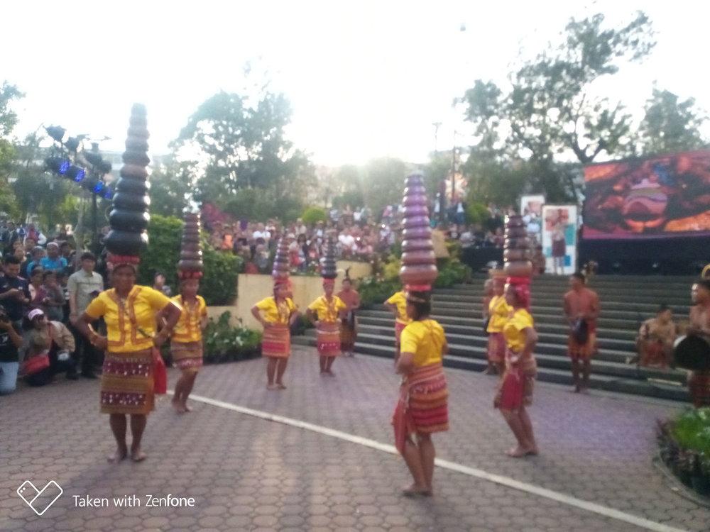 The 'banga' dance of Dangtalan women performed during the Mangan Taku food festival in Baguio City (Photo by Lourdes Guieb-Demetillo)