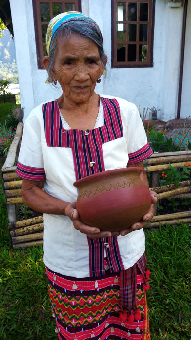 82 year-old potter Com-as Sangga holds pot she has just made (Photo by Lourdes Guieb-Demetillo)