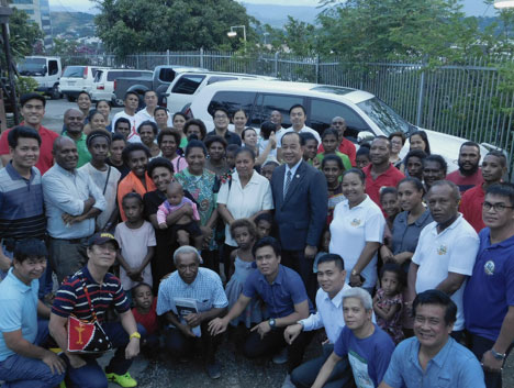 Minister Regino Manangan and Iglesia ni Cristo (Church of Christ) members (Photo by Rey E. de la Cruz)