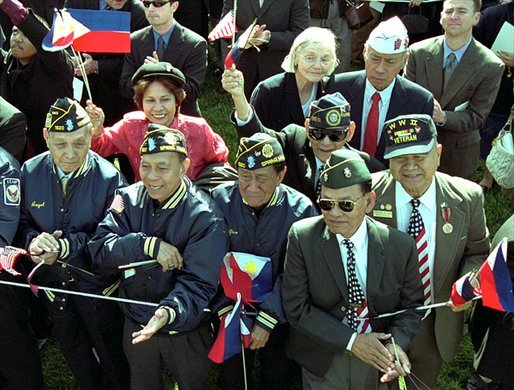 Filipino American veterans at the White House, 2003 (Photo by Ttrina Hager)