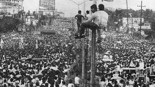 The EDSA People Power Revolution of 1986 (Photo by Joey De Vera)