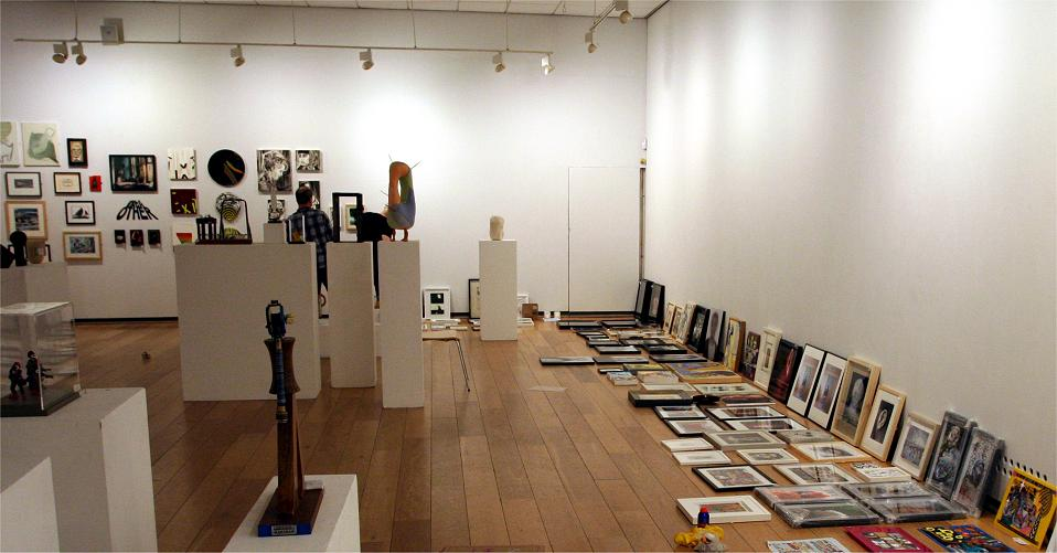 Hanging the ING exhibition in 2014.www.discerningeye.org/exhibition/enter/enter.php