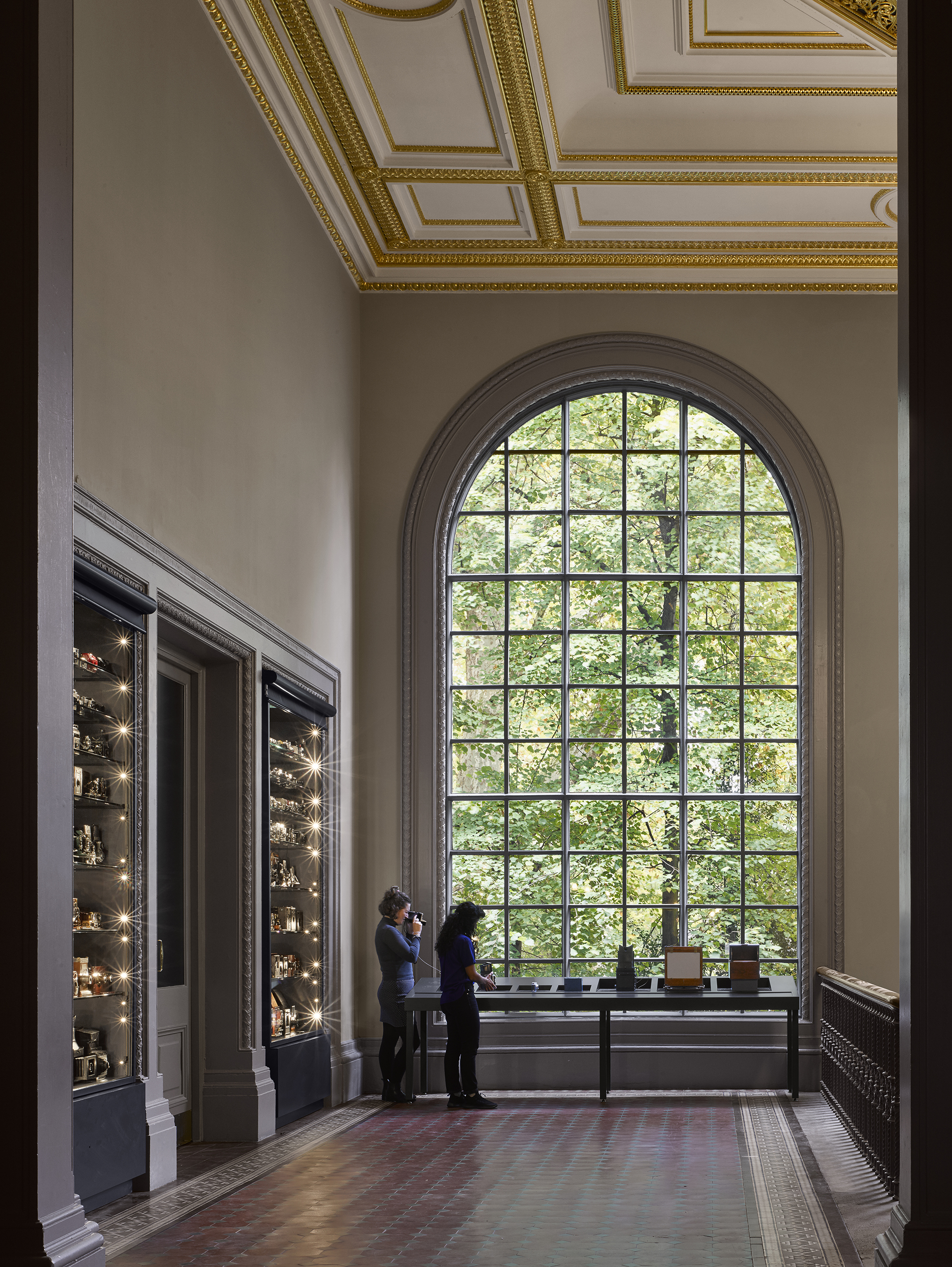 V&A Photography Centre – V&A Photography Centre – entrance landing, display cases, and camera handling table, Gallery 108 © Will Pryce