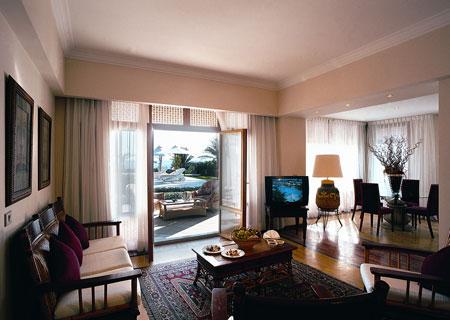 Presidential-Suite-Dining-room_resized.jpg
