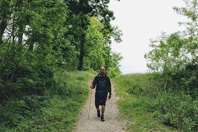 TAPPA 17: ALTOPASCIO Stand straight, walk proud, have a little faith. 408 Km a Roma #tornoacasaapieditour  #walkandroll — Foto @vertigofactory