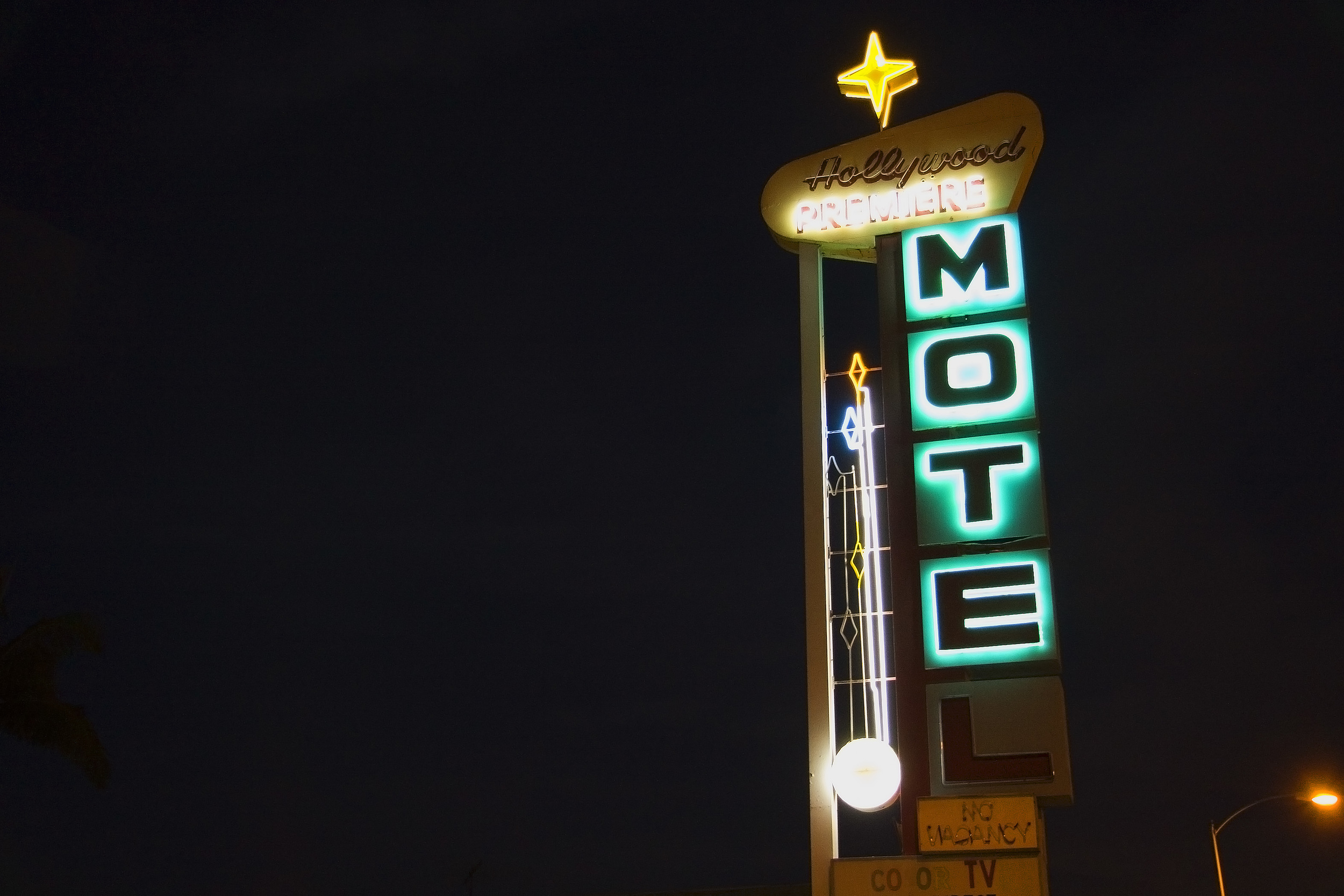 9 HOLLYWOOD PREMIERE MOTEL-LOS ANGELES.jpg