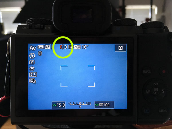 "EOS 5M ""card full"" warning (not very noticeable while trying to photograph)"