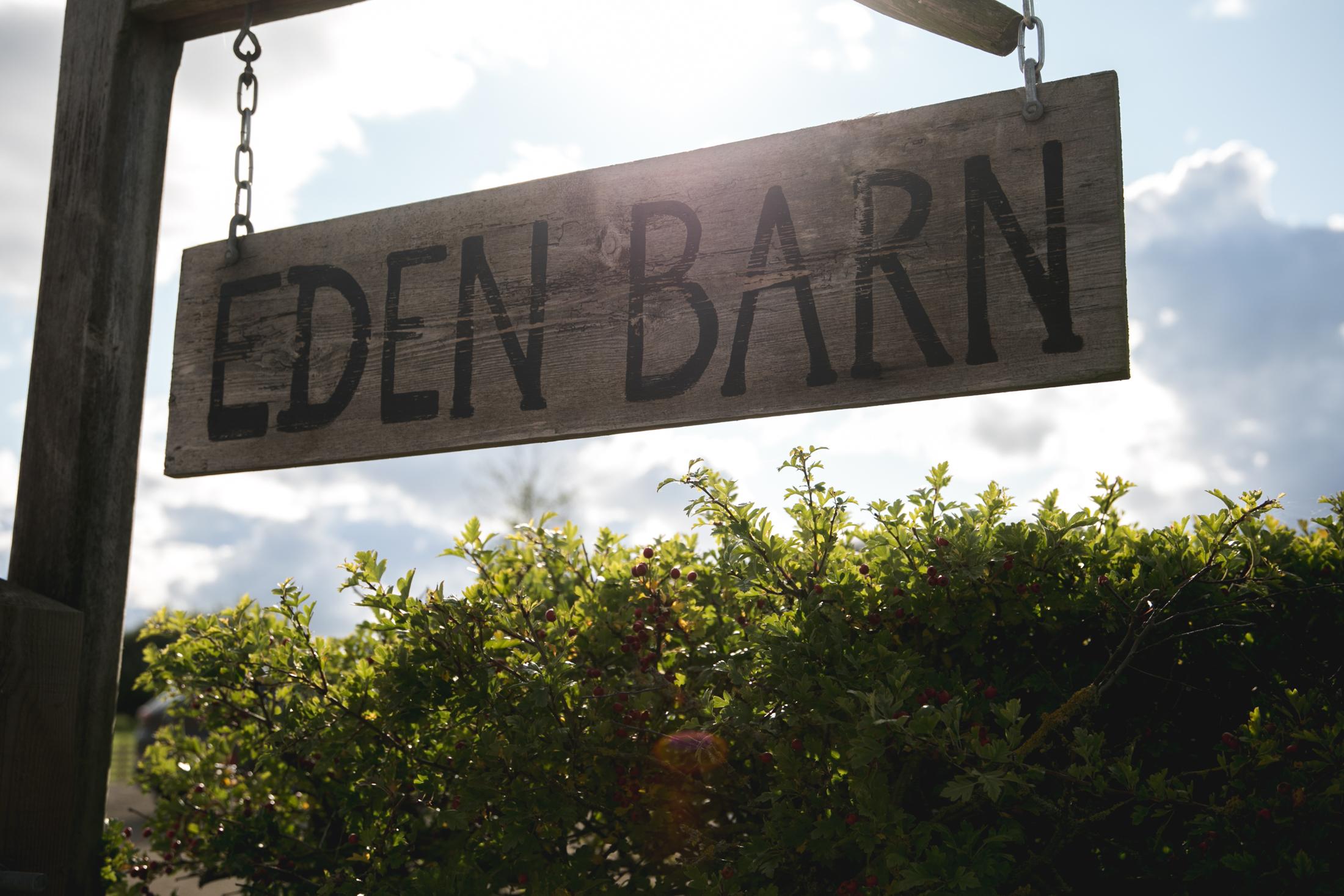 EDEN BARN WEDDING PHOTOGRAPHER-39.jpg
