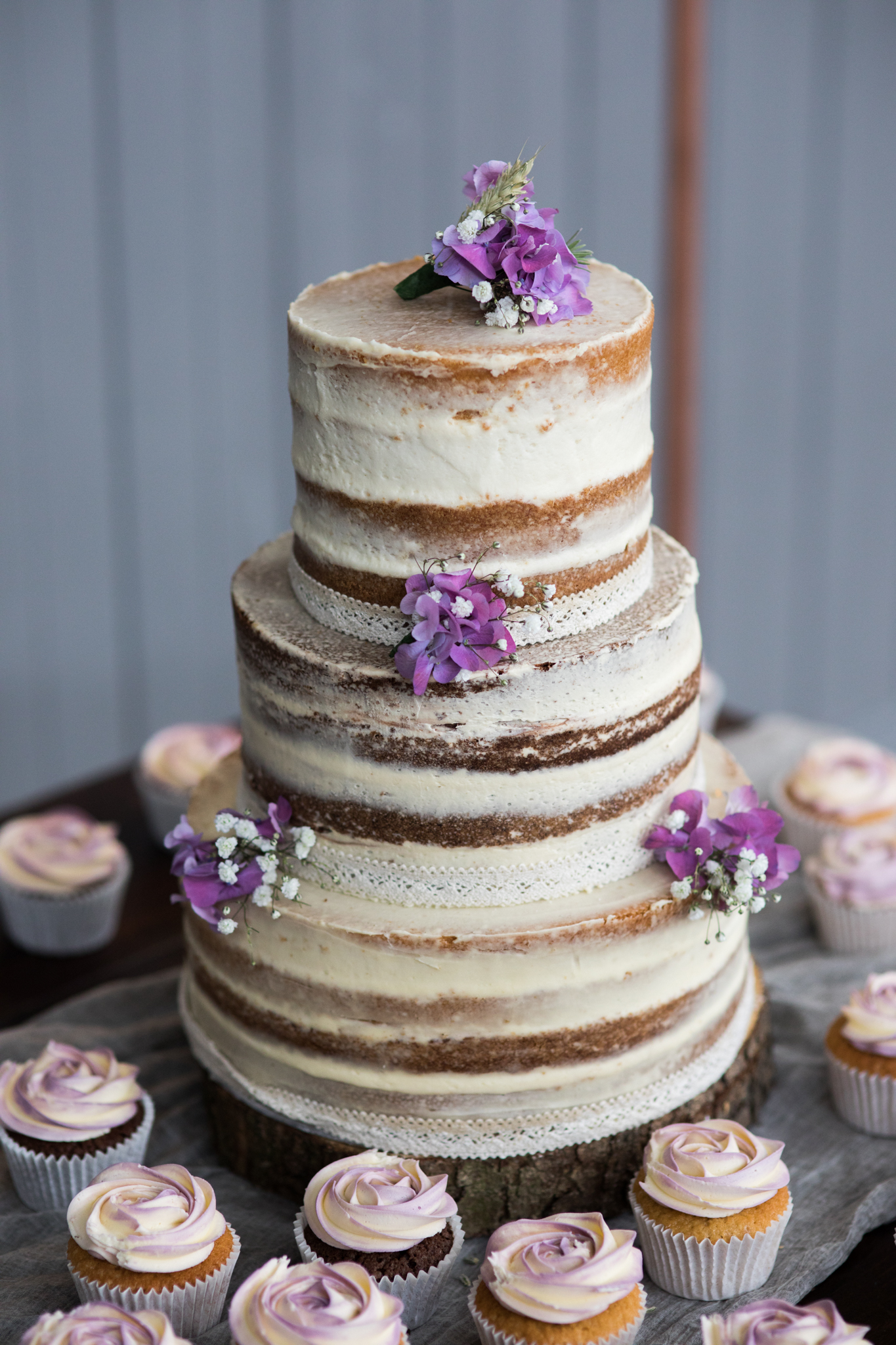 cupcake-weddingcake-1-2.jpg