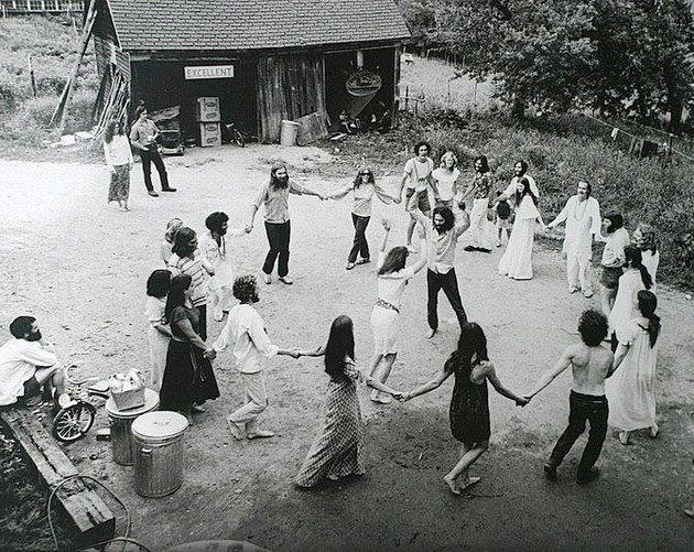 hippie-commune-circle.jpg