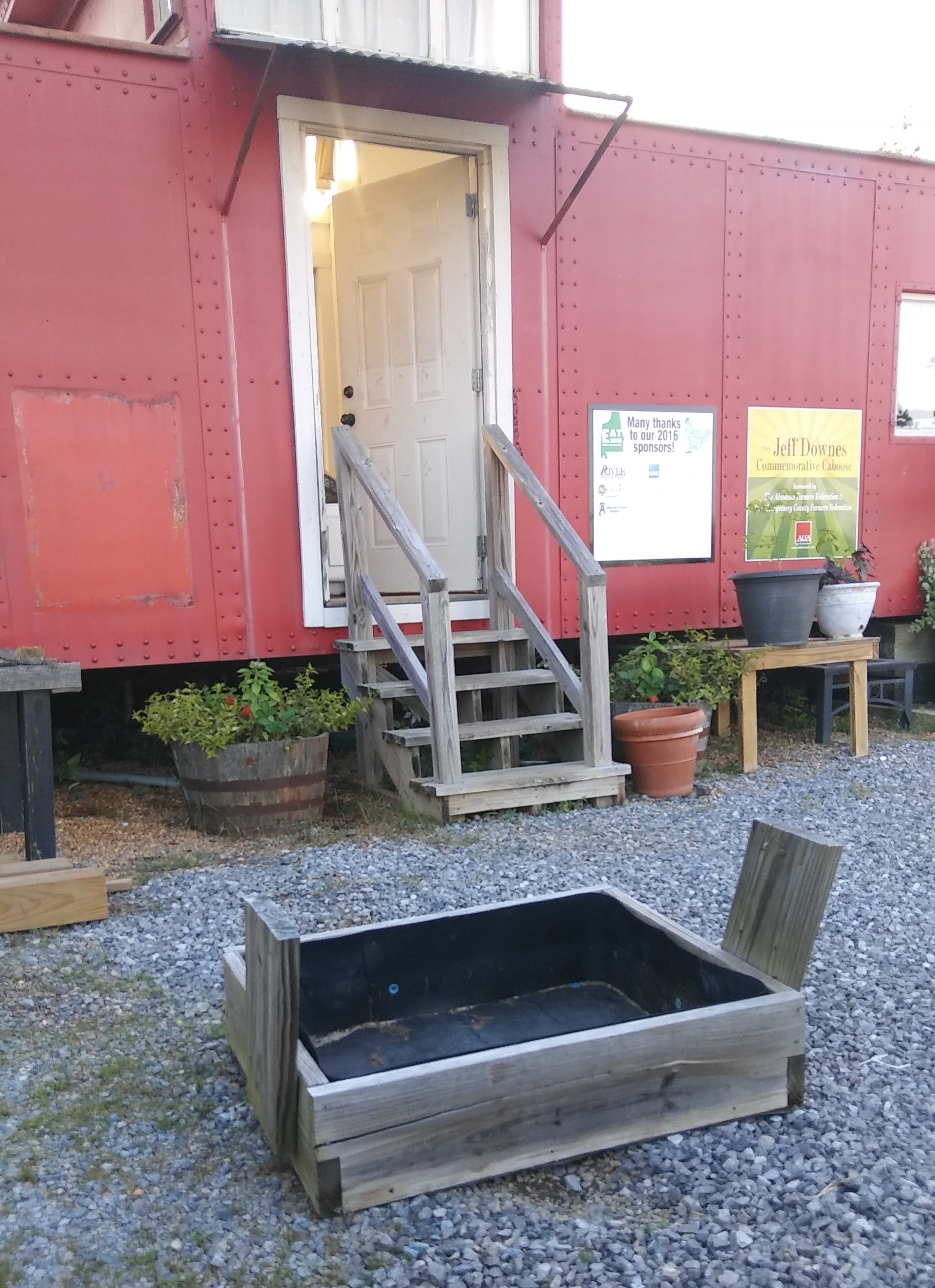 Planter boxes installed on the roof six years ago trapped water and caused the roof to rust. Off they went! They were heavy. We'll recycle them into planter boxes around the caboose.