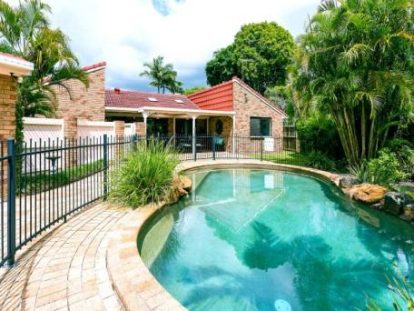 9 glen heaton court, carindale. sold for $805,500