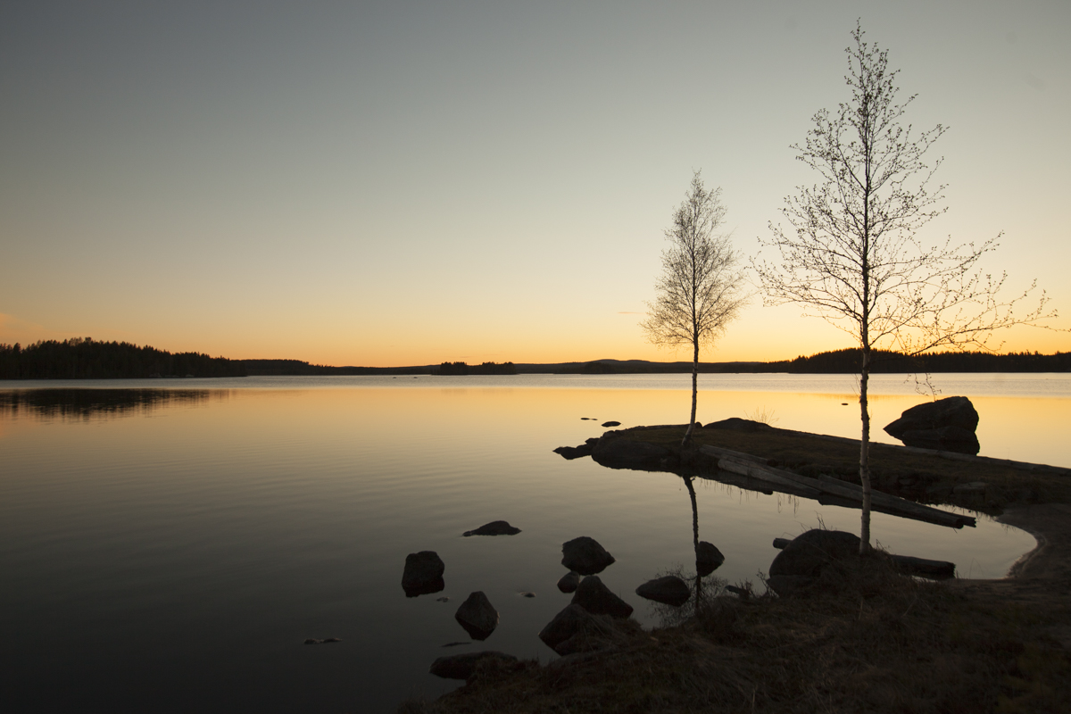 A perfect place to watch a sunset and sunrise is this tranquil lake in Gransjön, at just 15 minutes drive from the hotel.