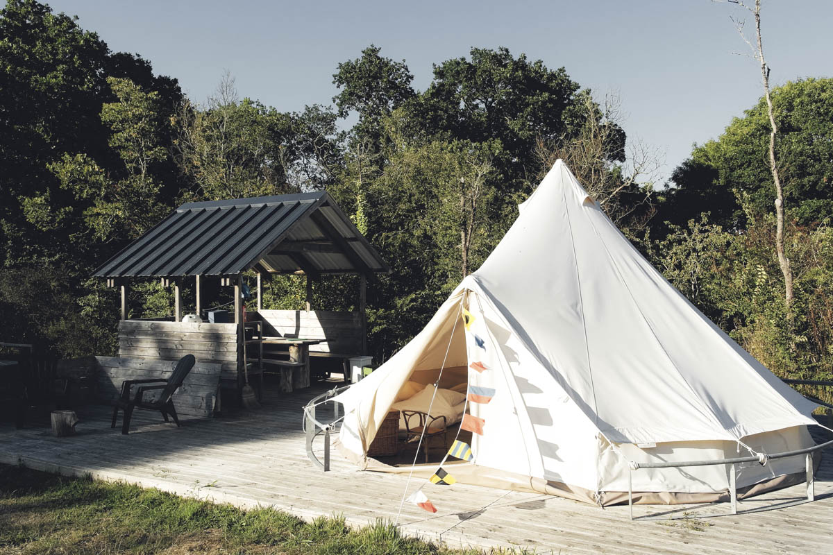 The more basic Atoll tents, installed on wooden decks with a private outdoor kitchen and dining table.