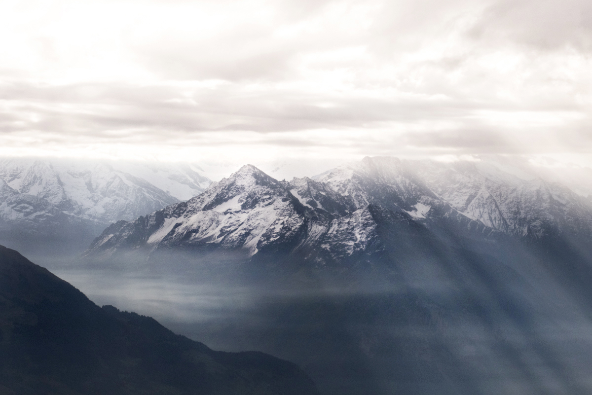 Views on top of the Brienzer Rothorn. The amazing mountainrange and its everchanging light.