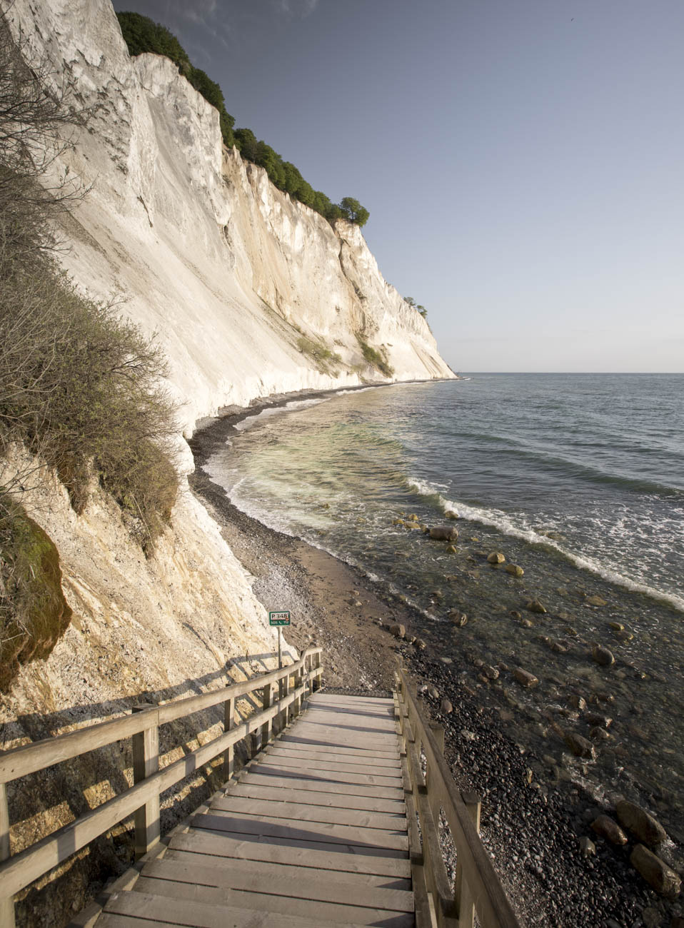 Once you encounter the last steps, the steepness of the cliffs becomes very apparent