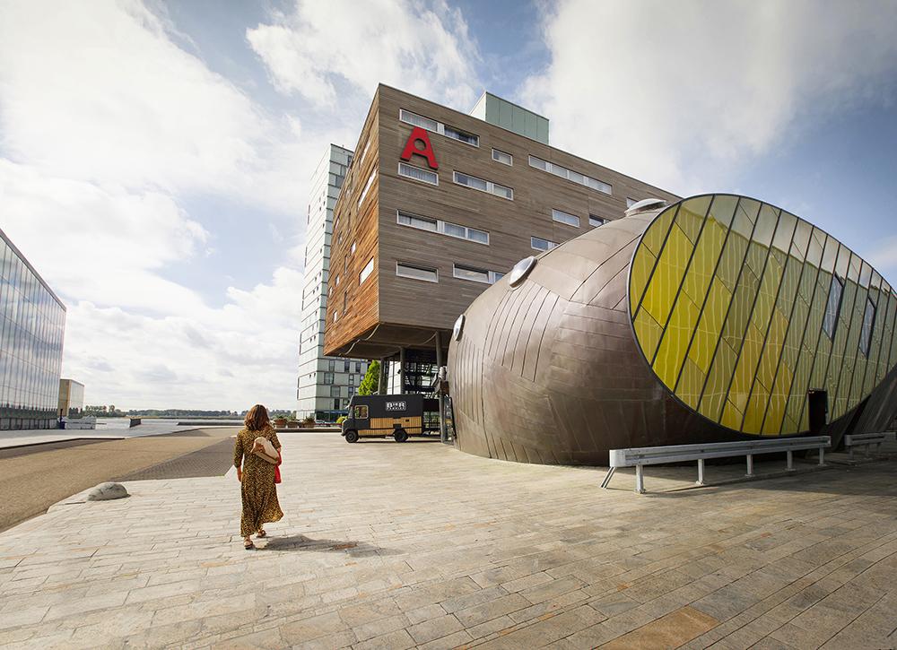 Architectuur_Almere_Apollohotel_ClaireDroppert.jpg