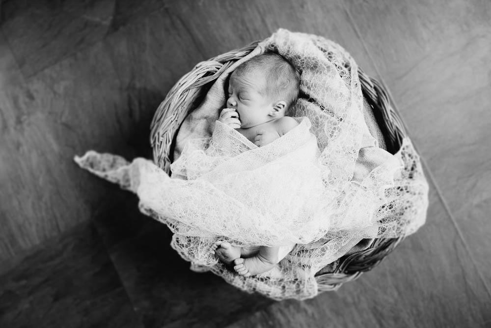 newborn-photographer-rochester-8.jpg
