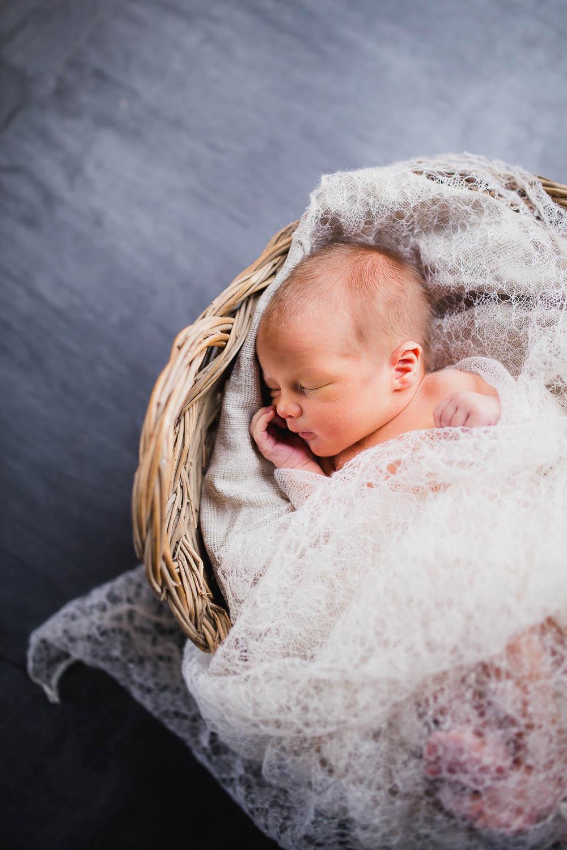 newborn-photographer-rochester-12.jpg