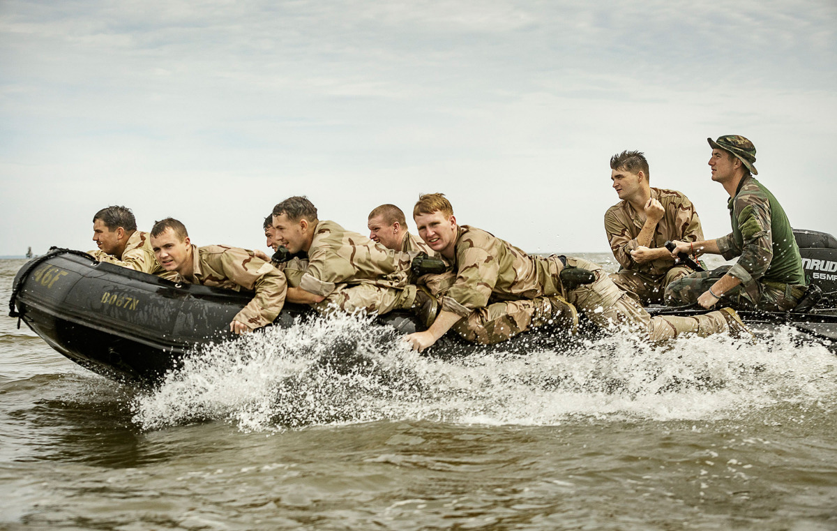 Marine Raiders conduct simulated partner nation training for boat operations at pre-deployment exercise RAVEN in Mississippi, Louisiana, Alabama on May 14, 2015. © Vance Jacobs / USMC 2015