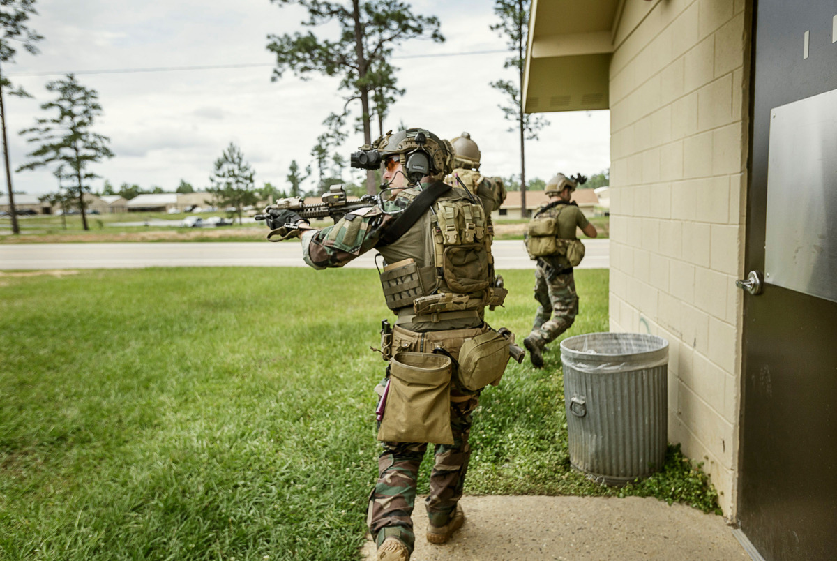 Marine Raiders conduct simulated partner nation training at pre-deployment exercise RAVEN in Mississippi, Louisiana, Alabama on May 16, 2015. © Vance Jacobs / USMC 2015