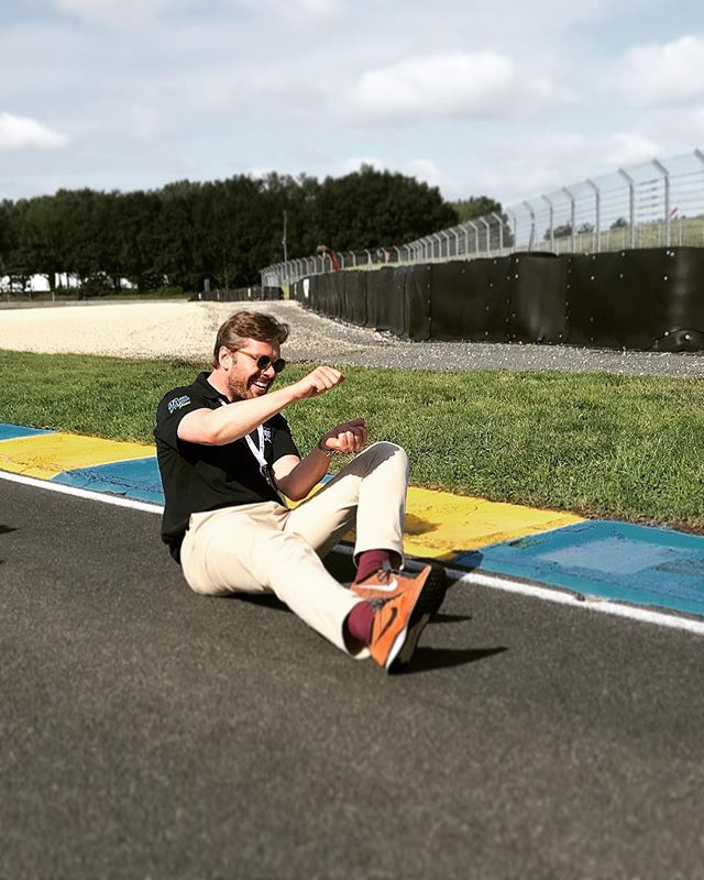 Frustrated racing driver? Me?! 💨💨 . . #LM24 #24LM #commentator #eurosport #billy #lemans24