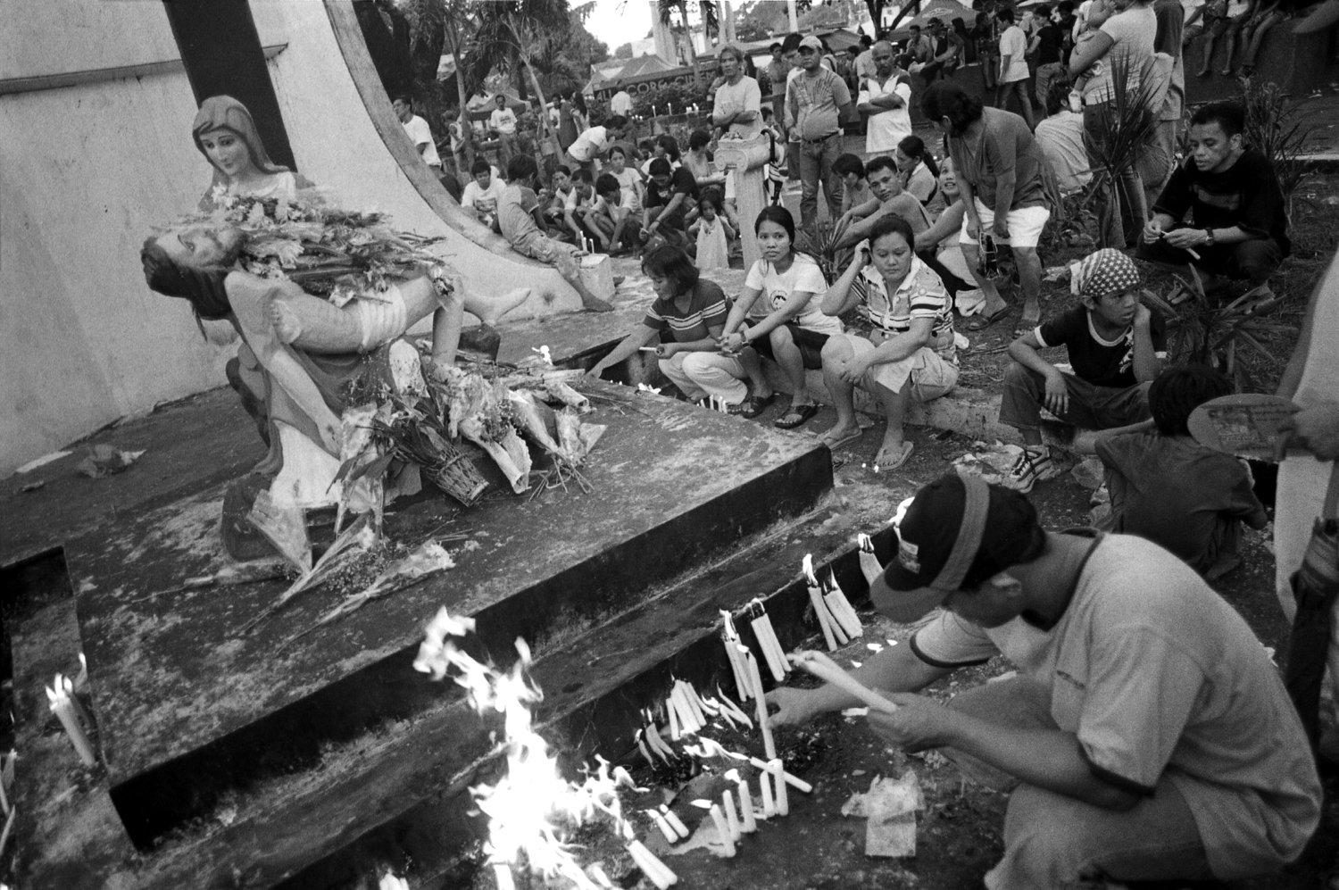 fire memorial death day of the dead catholic manila philippines