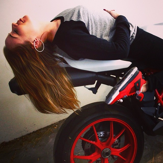 Sit back, relax & enjoy the ride… #jordan4retro #firered #ducati ✨photo by @mingointhedance