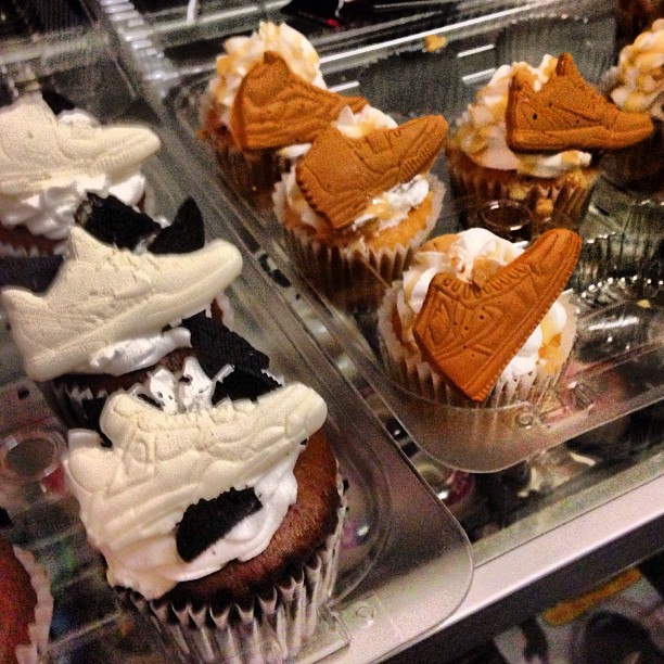"""A true artist in the kitchen! s/o to @imsinfullysweet for bringing the Cupcakes to """"Solephisticated"""" last night at Rosewood @rswsd   Luv the detail.. Not only did they look great, they also tasted amazzzzzing!! Many thanks! 🙏😋🍧🎂"""