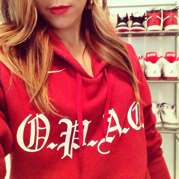 Red Hot Saturday Nite*  #jordans #selfie #origprop  S/O to @origprop📢 for the  sweatshirt 😎✌ Sometimes, things may not go your way, but the effort should be there every single night. ~Michael Jordan