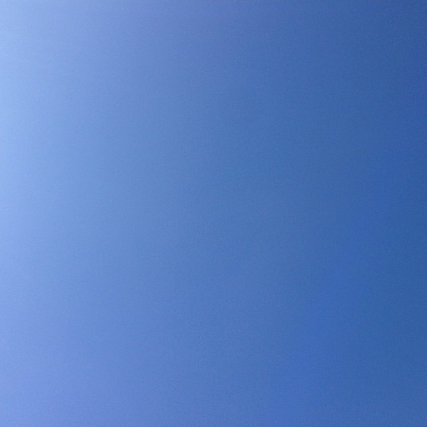 Blue skies smiling at me 🎶