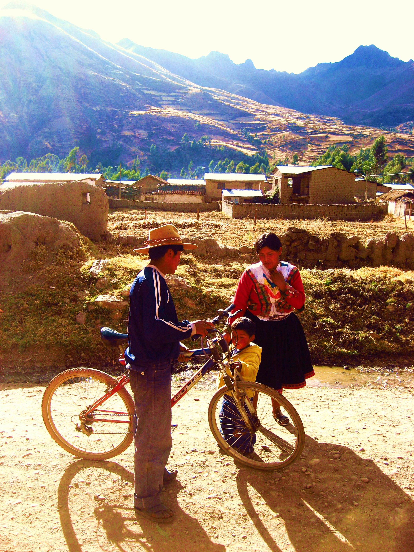 familia con bicicleta.jpg