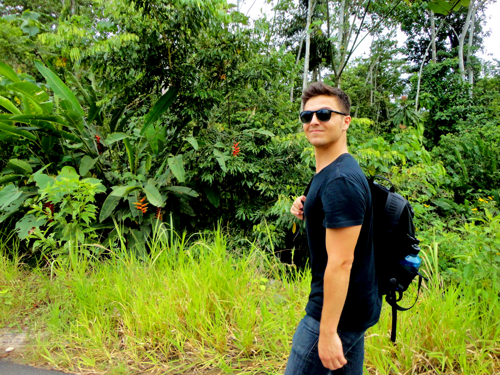 Ever wondered what an Alma Sana commute to our clinics looks like? Between our rural pilot sites in the Ecuadorian Amazon, it's pretty green! Here's Alex Bozzette, our Ecuador Project Coordinator, trekking down the jungle road that stretches between two of our clinics. Alex uses a combination of public buses, canoes, pickup trucks, and good old-fashioned walking to get to our project sites every day. Photo taken: Oct. 16, 2013.