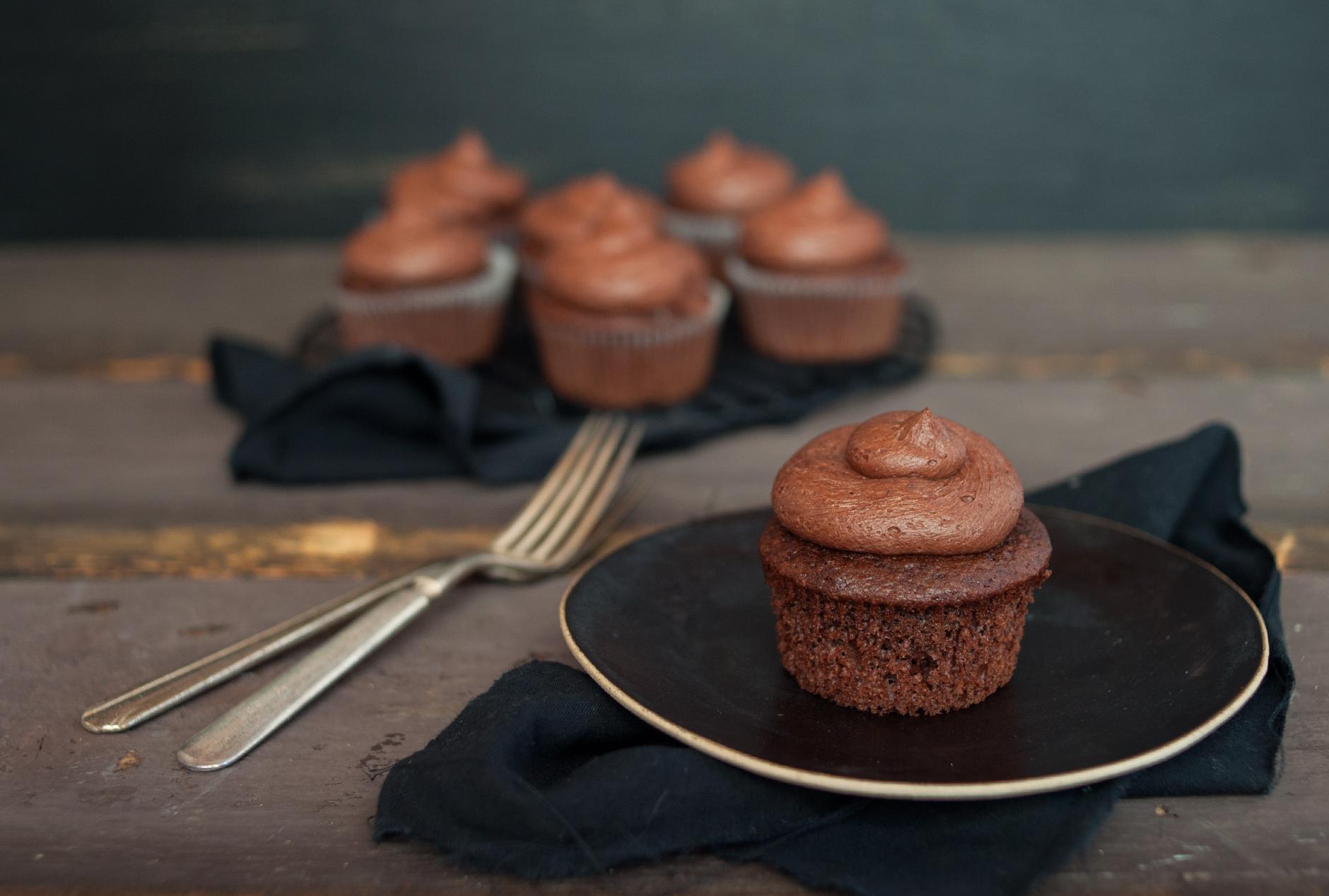 ChocolateCupcakes_food_photography_1.jpg
