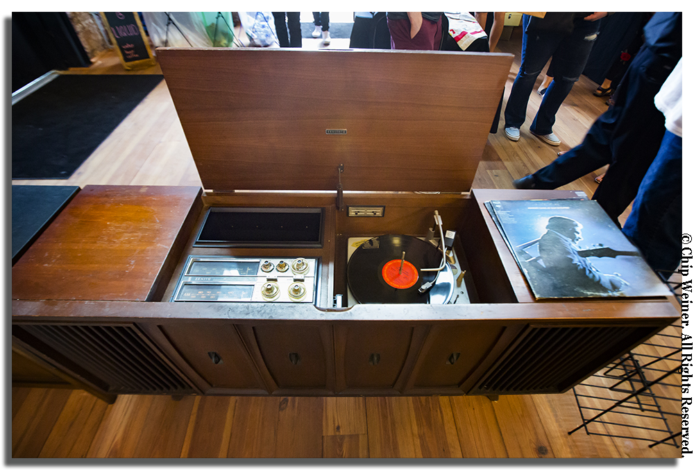 Even though I don't own any vinyl I wanted this vintage Zenith cabinet- I wonder if I can be an honorary millennial