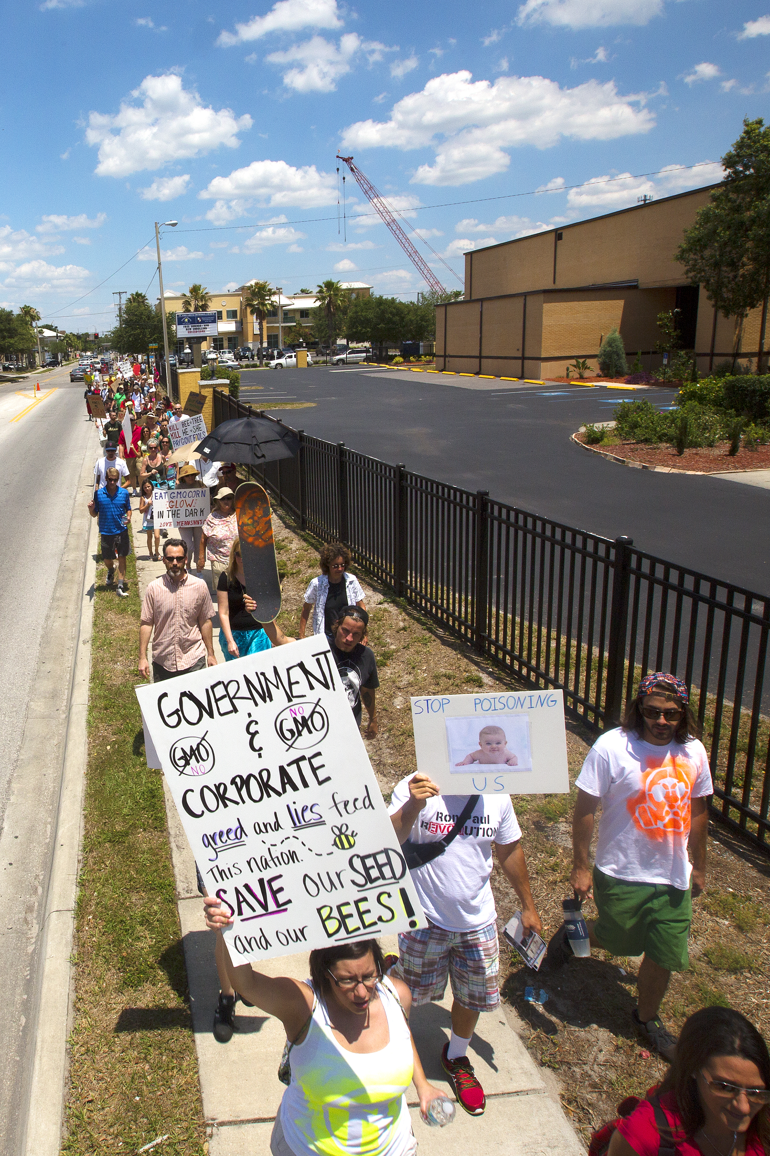 Marchers strech down Swann Ave for the march.jpg