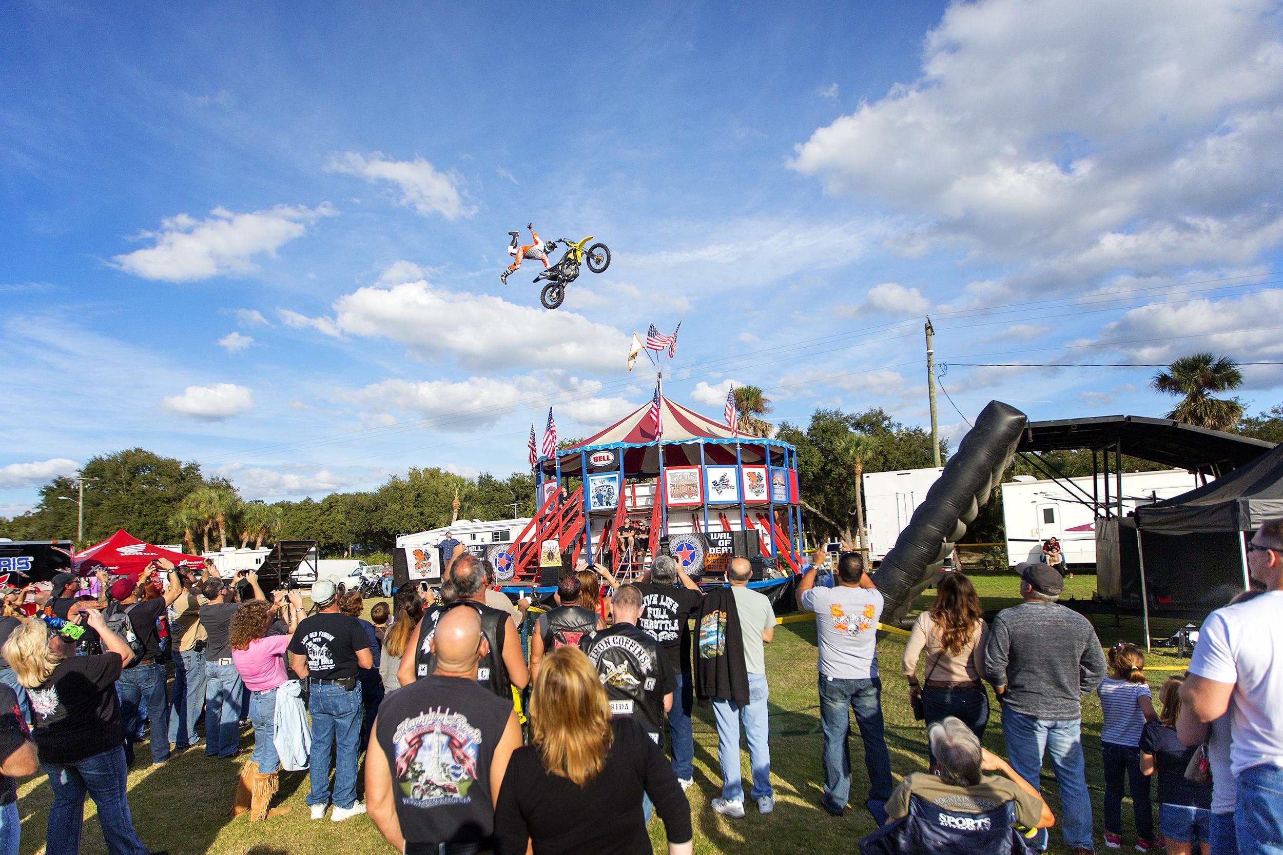 Jason Rowe od Flatout Freestyle flies over crowd.jpg