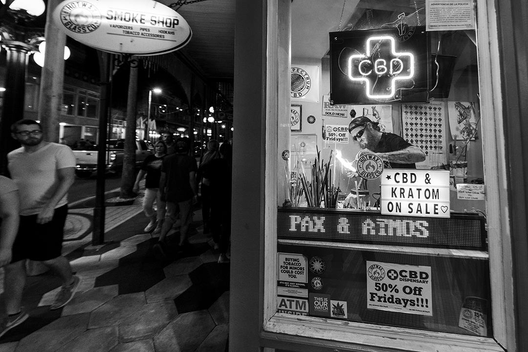 Haron Umbowers, glass artist at Hot Wax Glass Co and Smoke Shop Ybor BW.jpg