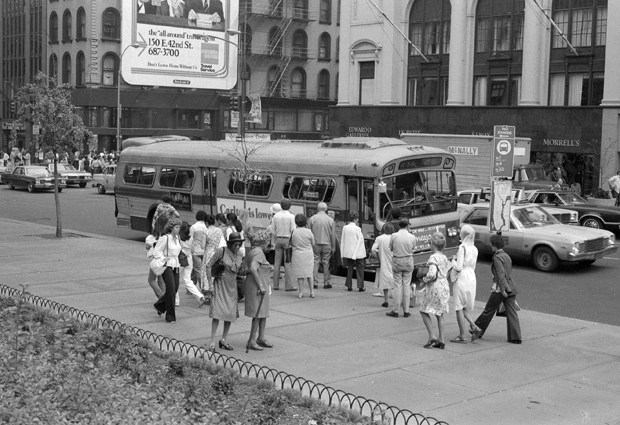 bus on 5th.jpg