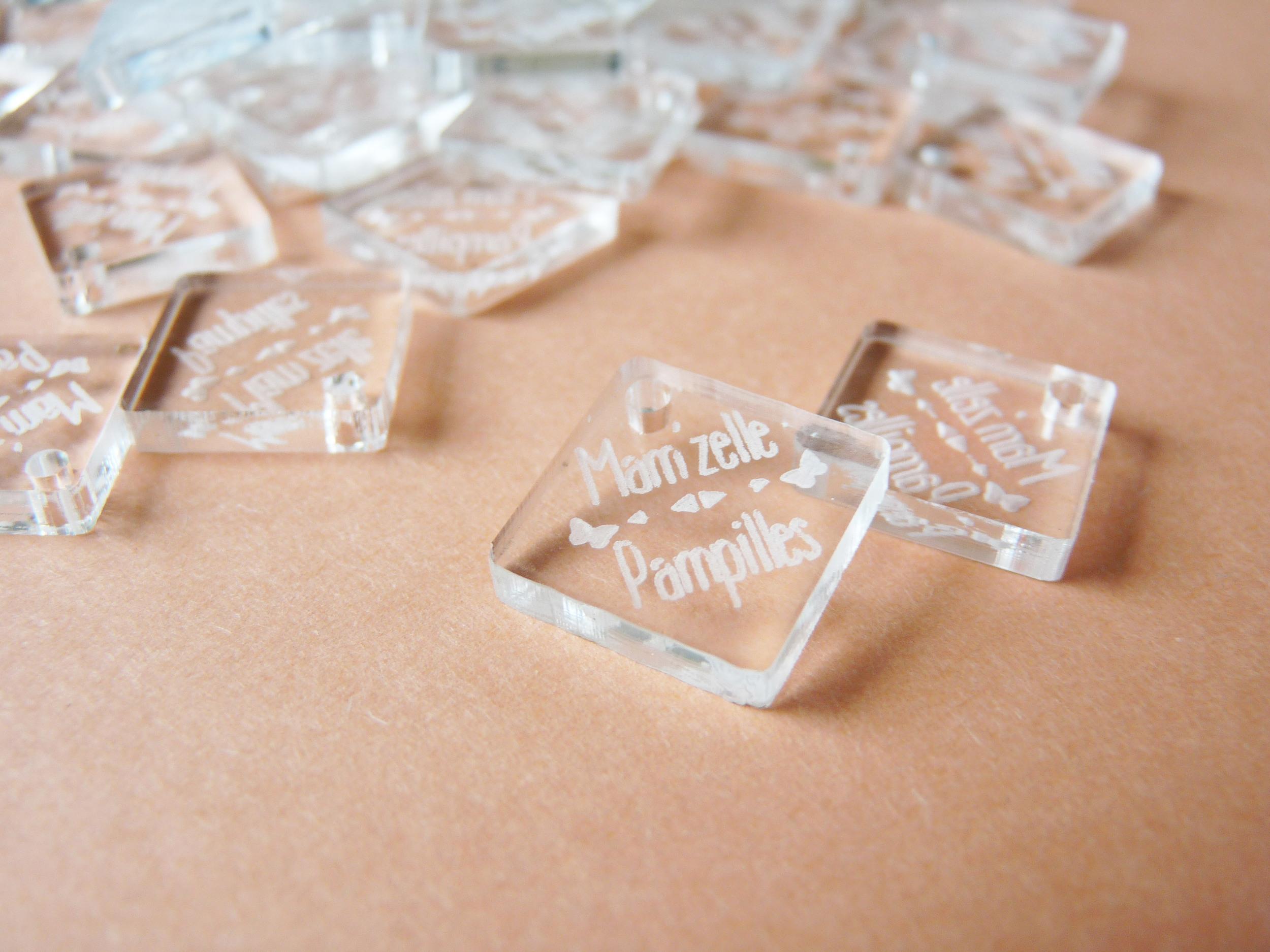 Pampilles - plaque- tag carrées en plexi incolore transparent
