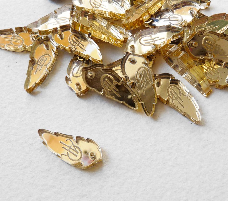 Pampille - Plaque - Etiquette - Tag en plexi plexiglas gravé avec logo de la marque / sur-mesure / plume doré