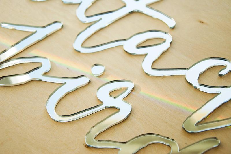 Panneau - pancarte - plaque - logo - decoupe - gravure - bois - plexiglas -plexi - sur-mesure