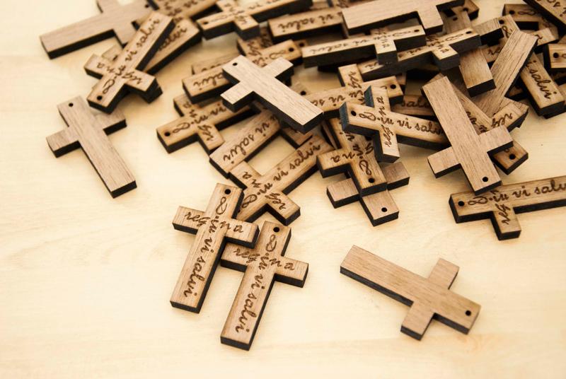croix en bois gravées sur-mesure