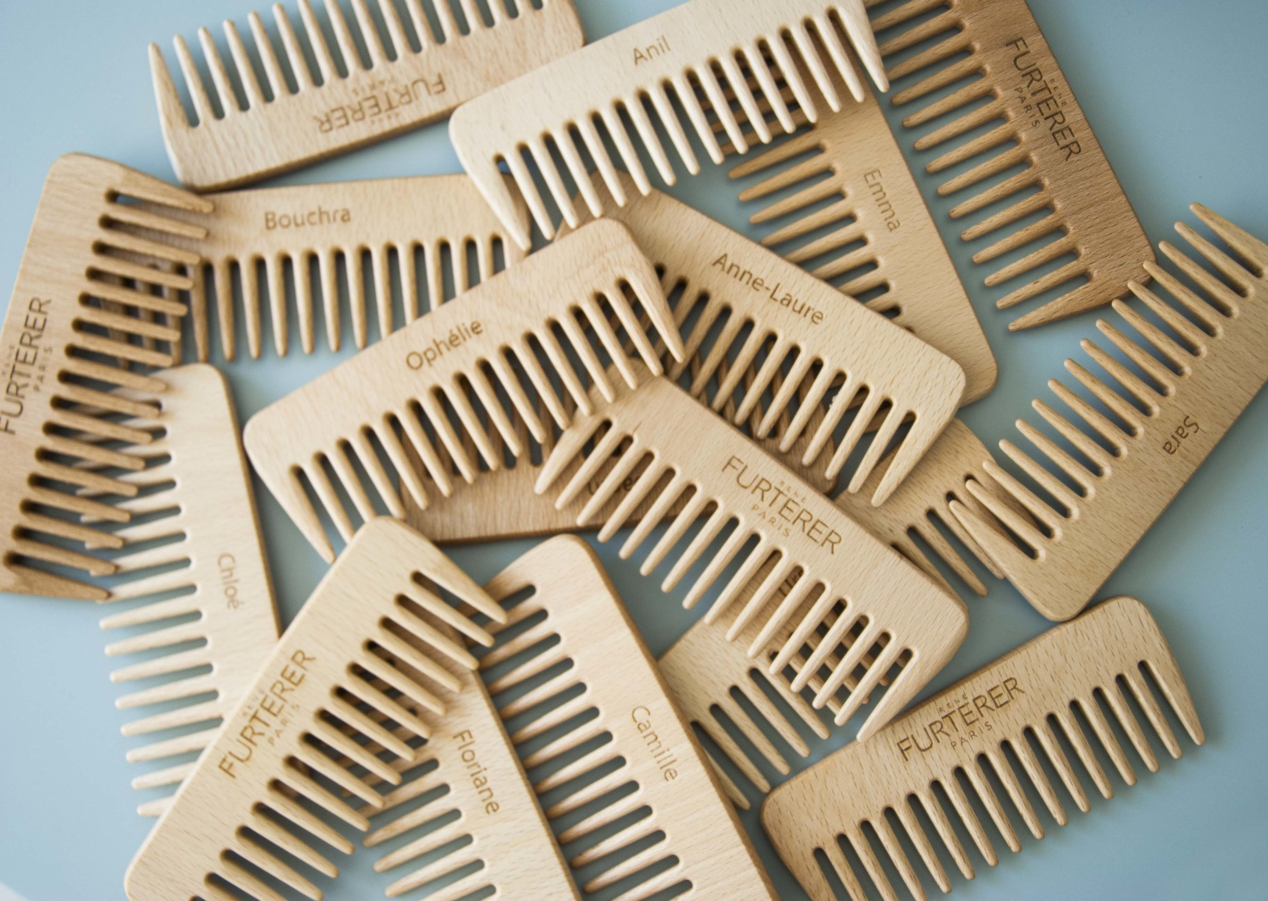 Peignes en bois gravés avec logo et prénom