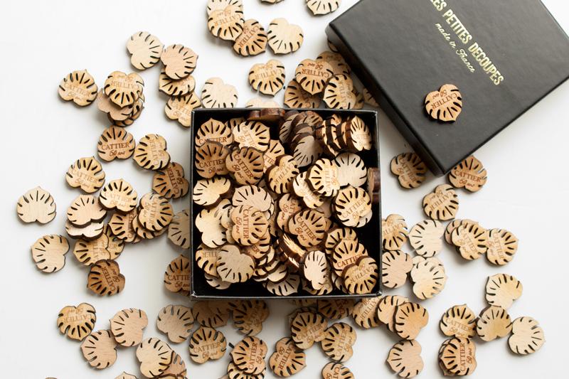 Pampille en bois gravée