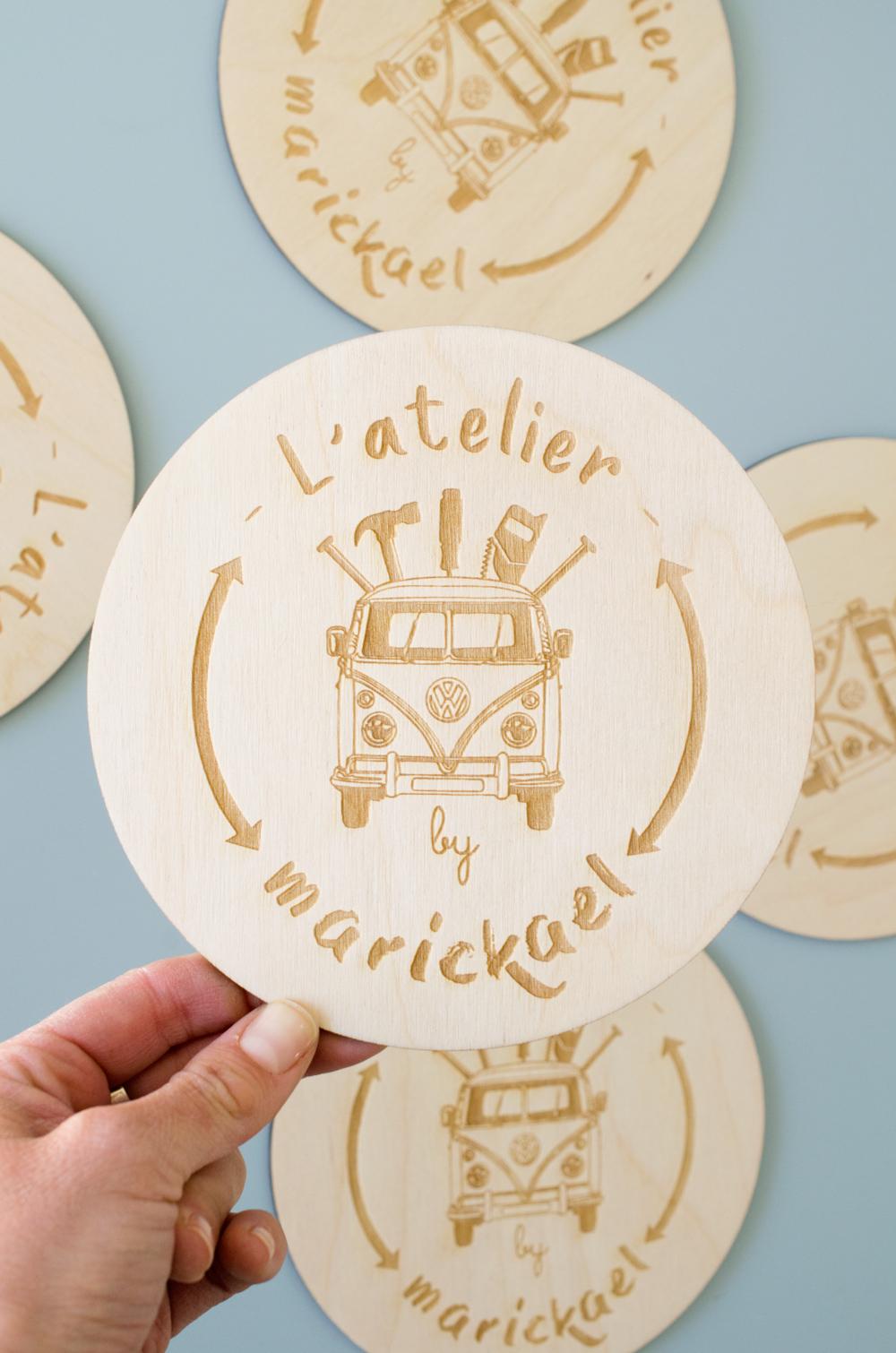 logo en bois sur-mesure gravé