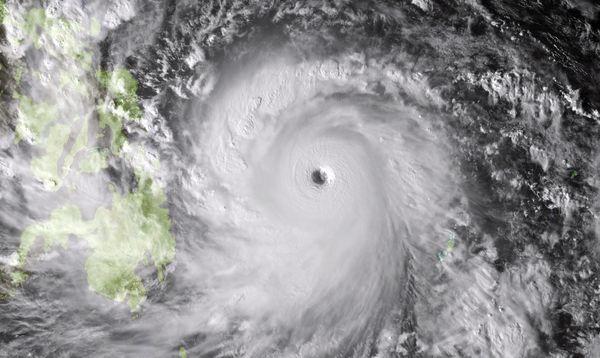 monster-typhoon-philippines-haiyan_73273_600x450.jpg