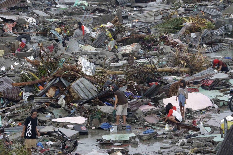 typhoon-haiyan-philippines-damage-4-111213.jpg