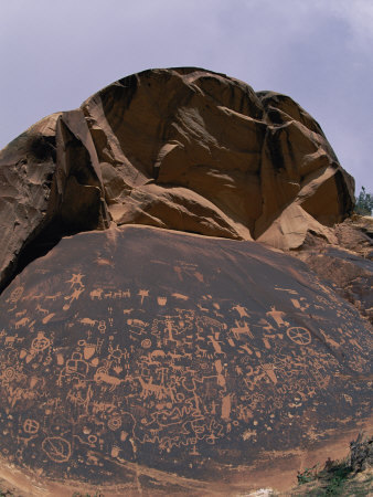 the rock petroglyphs at canyon lands :: the beautiful native american drawings on newspaper rock ~